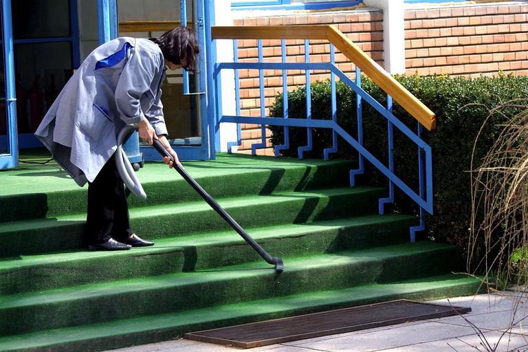 vysávání schodů.jpg