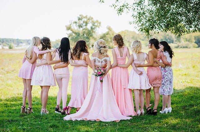 nevěsta a svatebčané