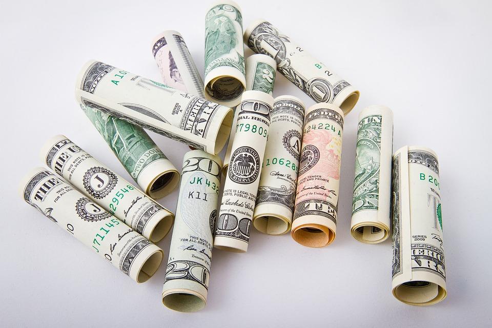 ruličky peněz